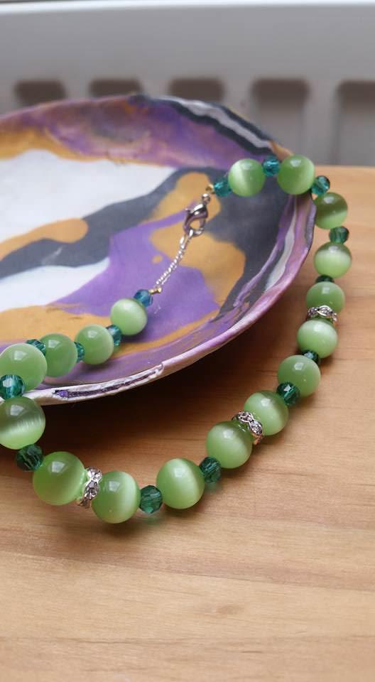 - grünes Katzenauge Armband mit Swarovski Kristallen - grünes Katzenauge Armband mit Swarovski Kristallen