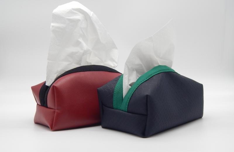 Kleinesbild - Taschentuchbox für daheim aus rotem Kunstleder (bestickbar)