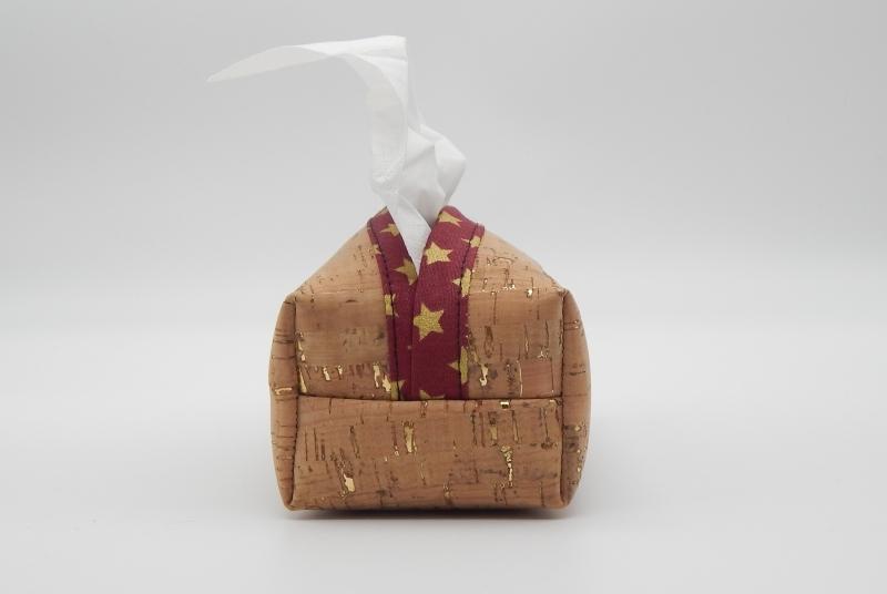 Kleinesbild - Taschentuchbox für daheim aus Kork mit Gold Imitat