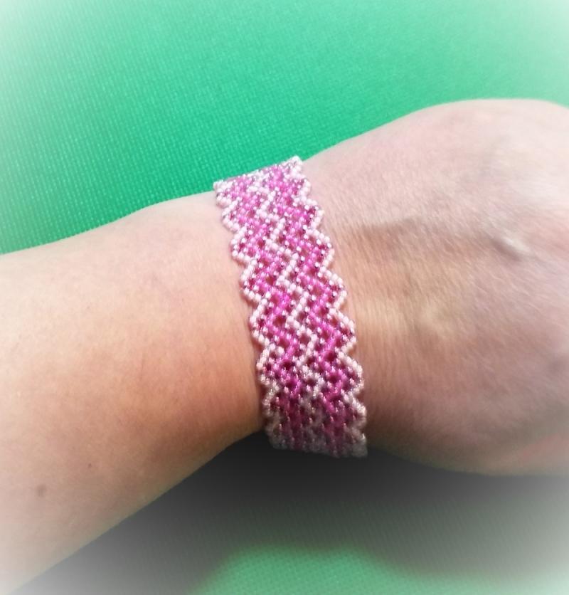 Kleinesbild - Armband aus Glasperlen, Handarbeit