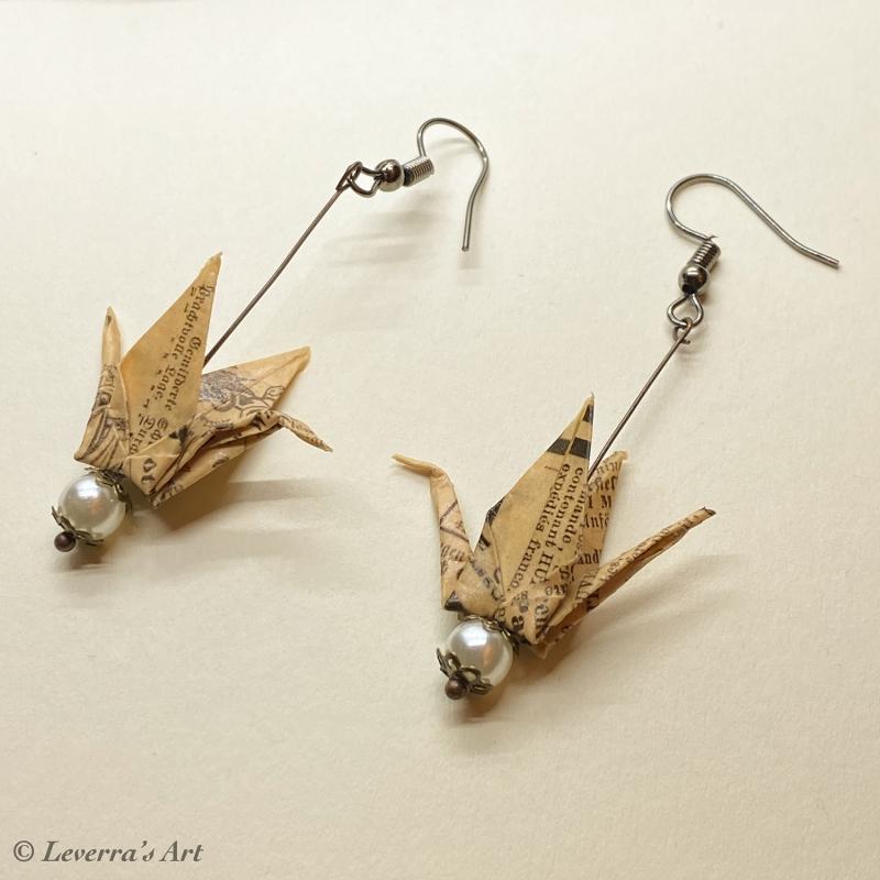 Kleinesbild - Origami Kranich Ohrringe, Japanisch, Handgemacht Schmuck, Perfektes Geschenk, Buch seiten Papier, Book Lover