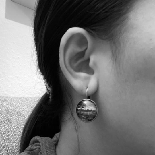 Kleinesbild - Cabochon Glas Ohrringe Ohrhänger 18mm,  Hirsch Rentier blumig Design, bunt, Bronzefarbenes Metall