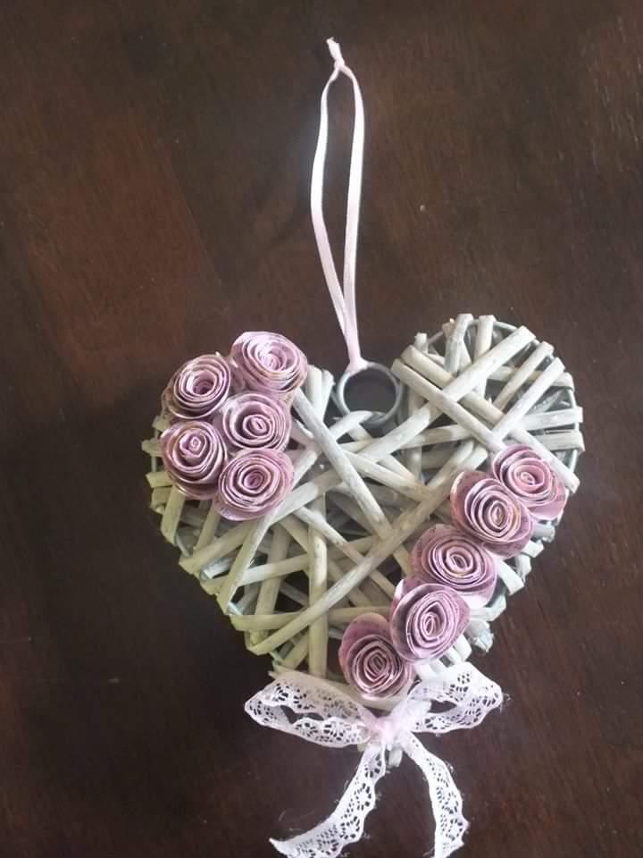 - Kleiner Herzkranz mit Papierrosen - Kleiner Herzkranz mit Papierrosen