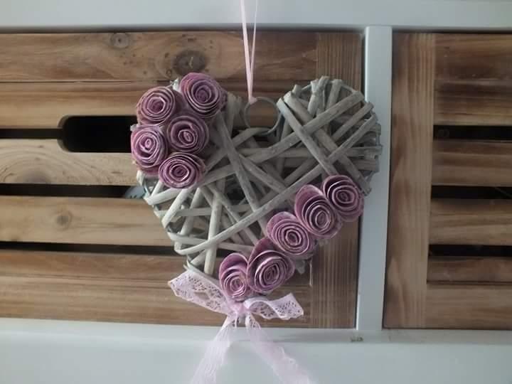 Kleinesbild - Kleiner Herzkranz mit Papierrosen