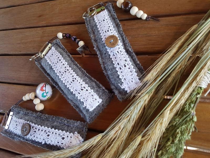 - Geschenk Schlüsselanhänger Wollwalk Anhänger Spitze Natur Biologisch Nachhaltig - Geschenk Schlüsselanhänger Wollwalk Anhänger Spitze Natur Biologisch Nachhaltig