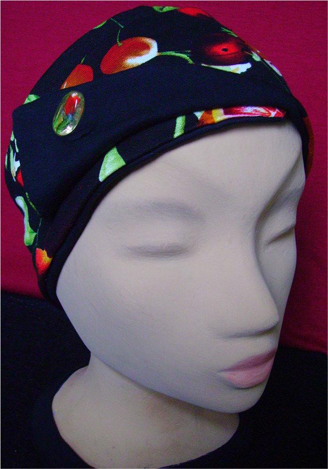 - Stirnband in Schwarz mit Blumenmuster und Schmucknadel - Stirnband in Schwarz mit Blumenmuster und Schmucknadel