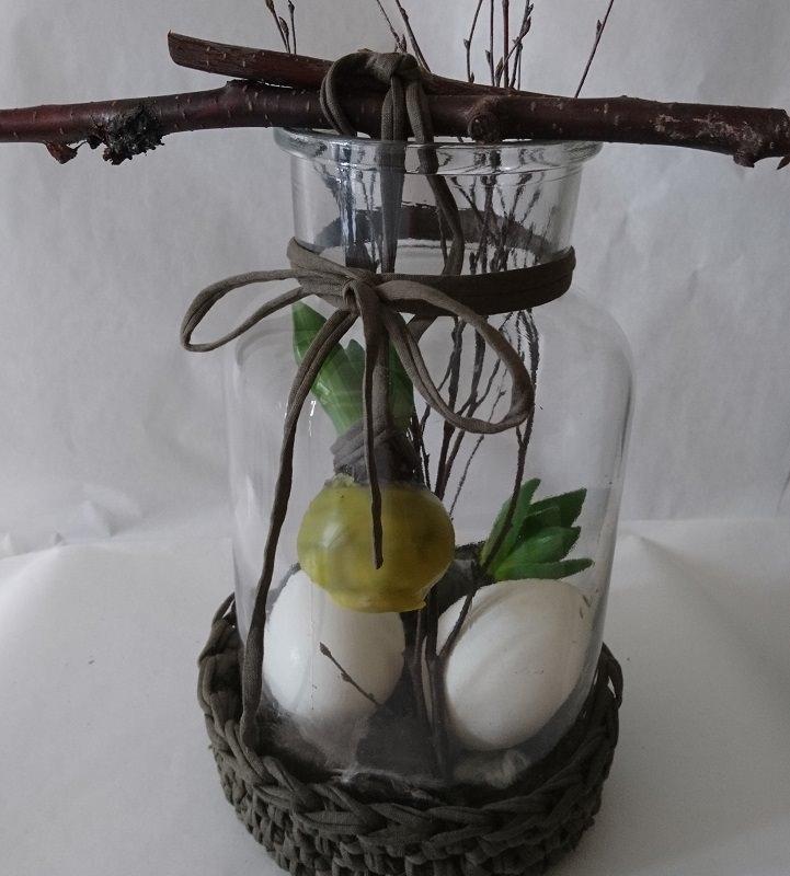 - Osterlich dekoriertes Glas mit Naturmaterial - Osterlich dekoriertes Glas mit Naturmaterial