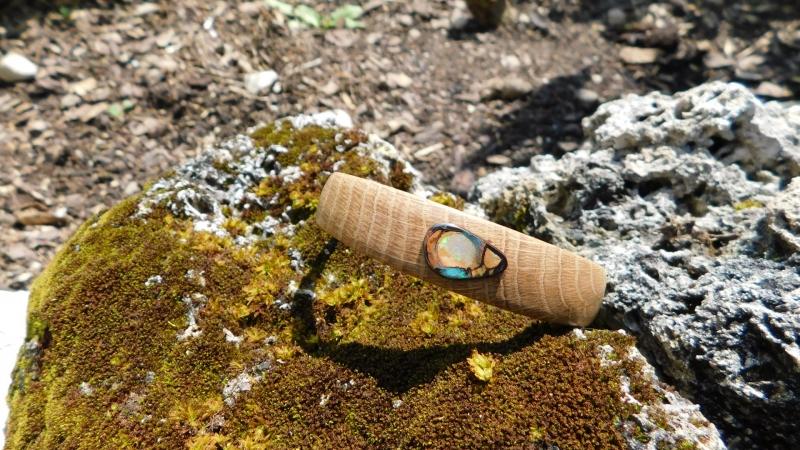 Kleinesbild - Wunderschöner Armreif aus Eichenholz mit einem grünen koroit Opal
