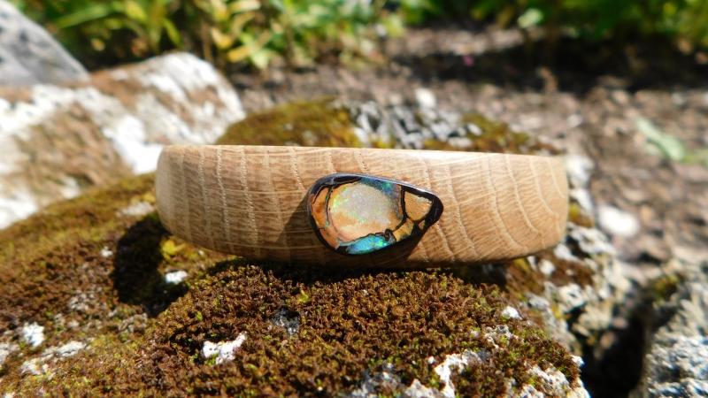 - Wunderschöner Armreif aus Eichenholz mit einem grünen koroit Opal - Wunderschöner Armreif aus Eichenholz mit einem grünen koroit Opal