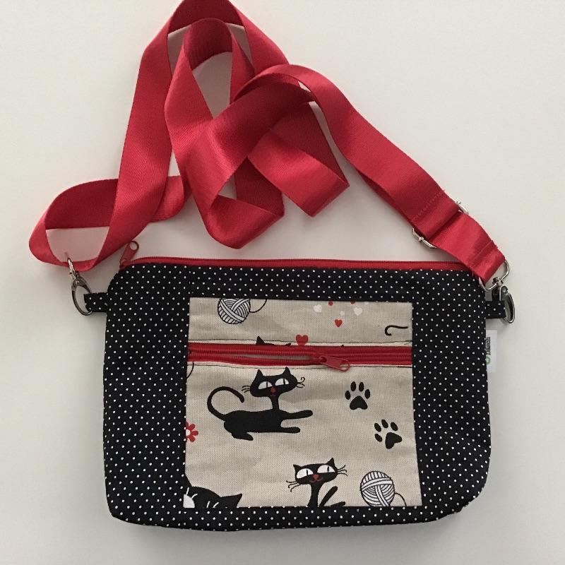 - Tablet Tasche in witziger Stoffkombi zum Umhängen mit Vordertasche genäht für Tablet bis 26,5 cm  - Tablet Tasche in witziger Stoffkombi zum Umhängen mit Vordertasche genäht für Tablet bis 26,5 cm