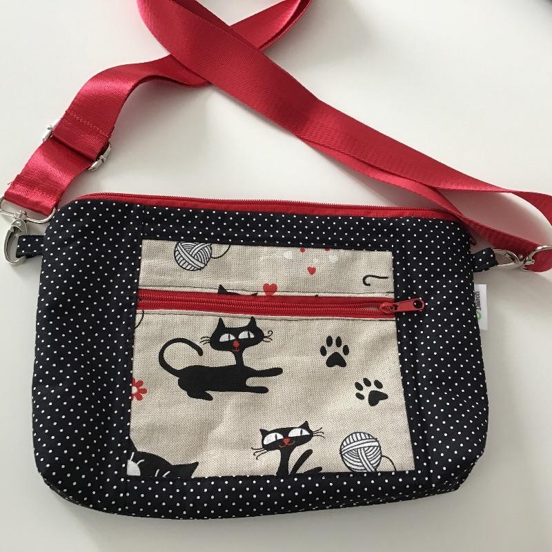 Kleinesbild - Tablet Tasche in witziger Stoffkombi zum Umhängen mit Vordertasche genäht für Tablet bis 26,5 cm