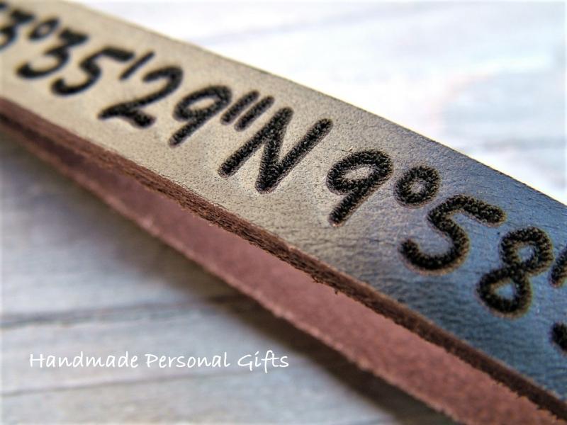 Kleinesbild - Schlüsselanhänger aus Leder, Vollständig anpassbar mit Koordinaten, Namen oder kleinen Text