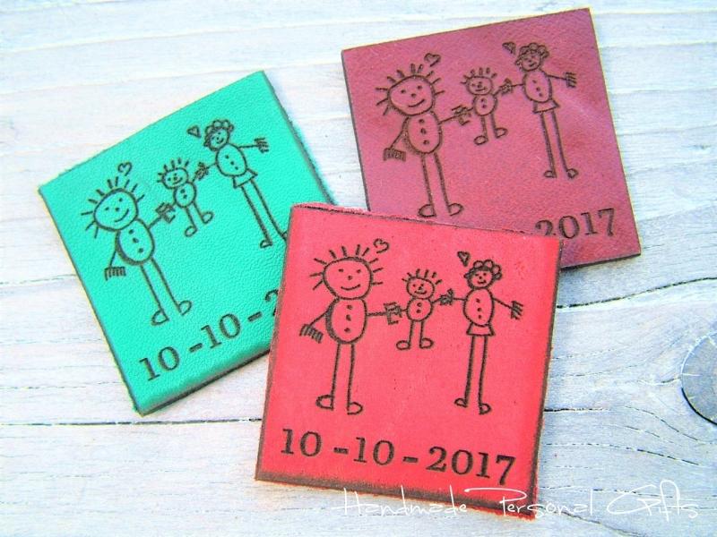 Kleinesbild - Eine Zeichnung Ihres Kindes,Schlüsselanhänger personalisiert,Geschenk für Vater und Mutter,individualisierbar, Fußabdruck,Kinderzeichnung