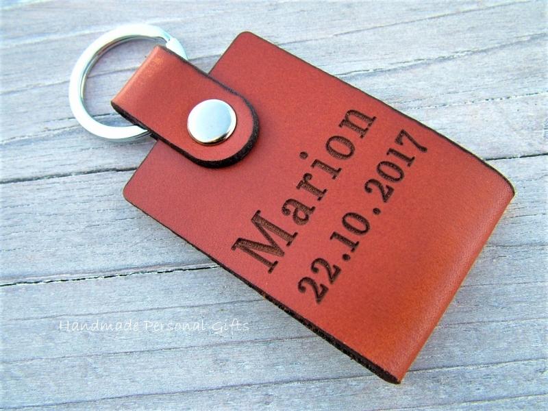 Kleinesbild - Leder Schlüsselanhänger, Eine Zeichnung Ihres Kindes,Schlüsselanhänger personalisiert,Geschenk für Vater und Mutter,individualisierbar, Fußabdruck,Kinderzeichnung, Hundepfote