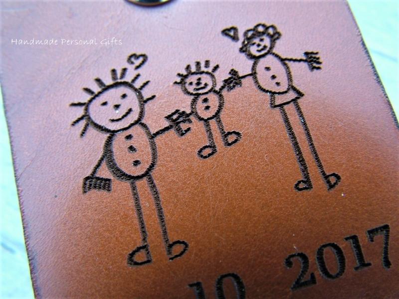 Kleinesbild - Eine Zeichnung Ihres Kindes,Schlüsselanhänger personalisiert,Geschenk für Vater und Mutter,individualisierbar, Fußabdruck,Kinderzeichnung (Kopie id: 100136736) (Kopie id: 100136741
