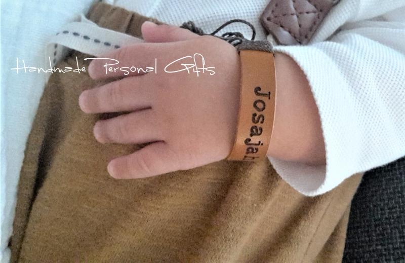 - Namensarmband Superklein, Armband mit Text, Benützerdefiniertes Armband, mit Namen, Geburtstagsgeschenk, Punziertes  - Namensarmband Superklein, Armband mit Text, Benützerdefiniertes Armband, mit Namen, Geburtstagsgeschenk, Punziertes