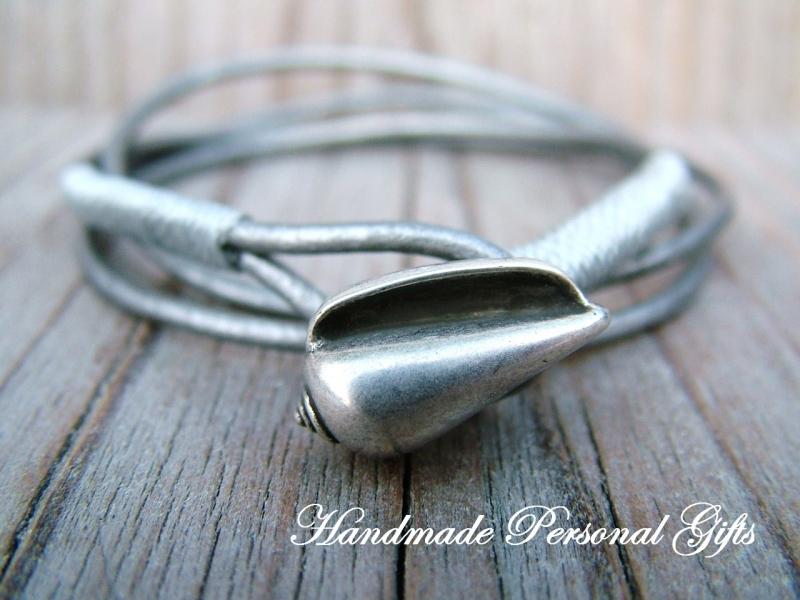 Kleinesbild - Anpassbares Armband Leder, Muschel, Muschelarmband, wrap, Silber, Ibiza Schmuck, Wickelarmband, einzigartig, benützerdefiniert