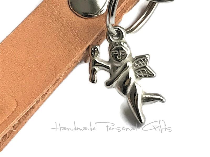 Kleinesbild - Schlüsselanhänger aus Leder, Vollständig anpassbar mit Namen oder kleinen Text, Engel, Schutzengel, Kommunion, Konfirmation