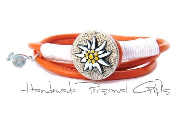 Kleinesbild - Lederwickelarmband in der Farbe Orange, Edelweis, Perlen, individualisierbares Armband, maßgeschneidertes Armband, Dirndlschmuck, Oktoberfest, Dirndl