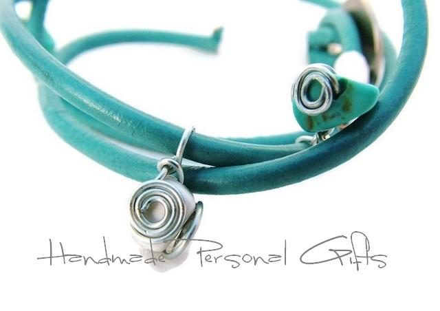 Kleinesbild - Lederwickelarmband in der Farbe Türkis, Edelweis, Perlen, individualisierbares Armband, maßgeschneidertes Armband, Dirndlschmuck, Oktoberfest, Dirndl