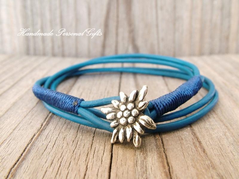 Kleinesbild - Lederhalskette mit einem schönen Edelweiß als Hingucker, Edelweis, Blume, Blumenhalskette, als Armband zu verwenden, Lederarmband