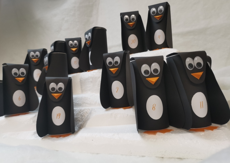 - handgemachter Adventskalender Pinguine auf Eisscholle zum Selberbefüllen - handgemachter Adventskalender Pinguine auf Eisscholle zum Selberbefüllen