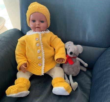 - Gestricktes Babyset in Gelb in Größe 62/68  - Gestricktes Babyset in Gelb in Größe 62/68