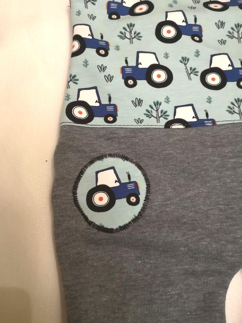 Kleinesbild - Strampler / Latzhose  -Traktor blau - in den Gr.50/56 bis 86/92  aus Sweat