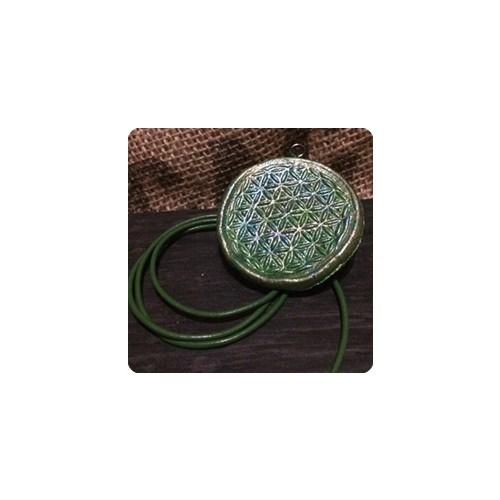 Kleinesbild - Handmade Schmuckanhänger mit Kunstlederband und Symbolkraft der