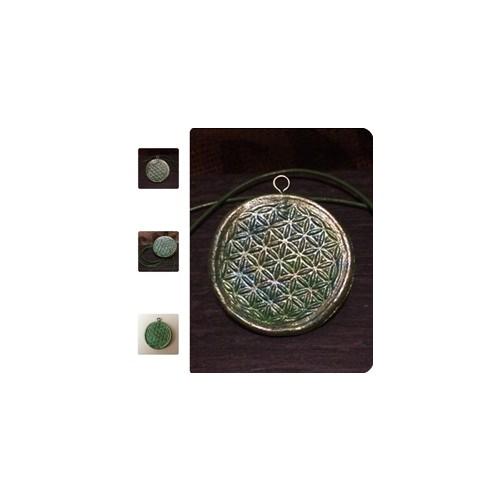 - Handmade Schmuckanhänger mit Kunstlederband und Symbolkraft der  - Handmade Schmuckanhänger mit Kunstlederband und Symbolkraft der