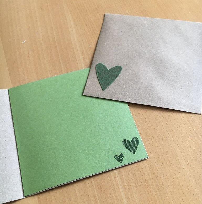 Kleinesbild - Grußkarte Handgefertigt aus Kraftpapier, Grüne Herzen mit Silbernem Blätterkranz
