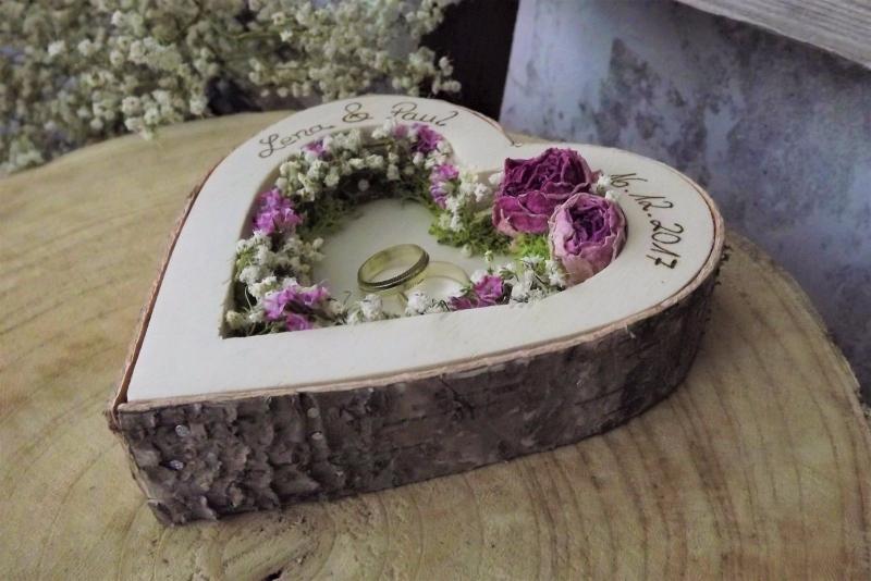 Kleinesbild - Hochzeit Ringkissen Ringhalter Herz Mille Fleurs Holzherz für Eheringe mit Namen