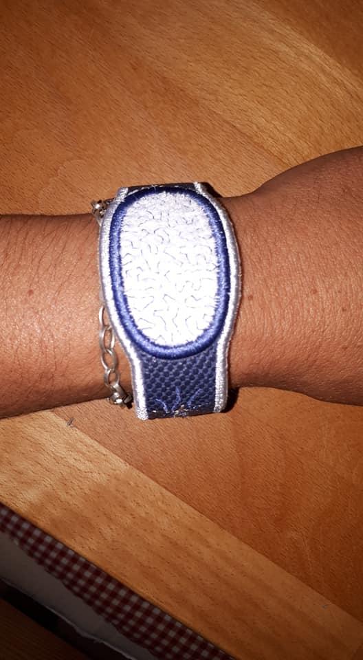 Kleinesbild - Stickdatei * los quito * Schnaken- Armband + Anhänger Set, 10x10+13x18 ITH