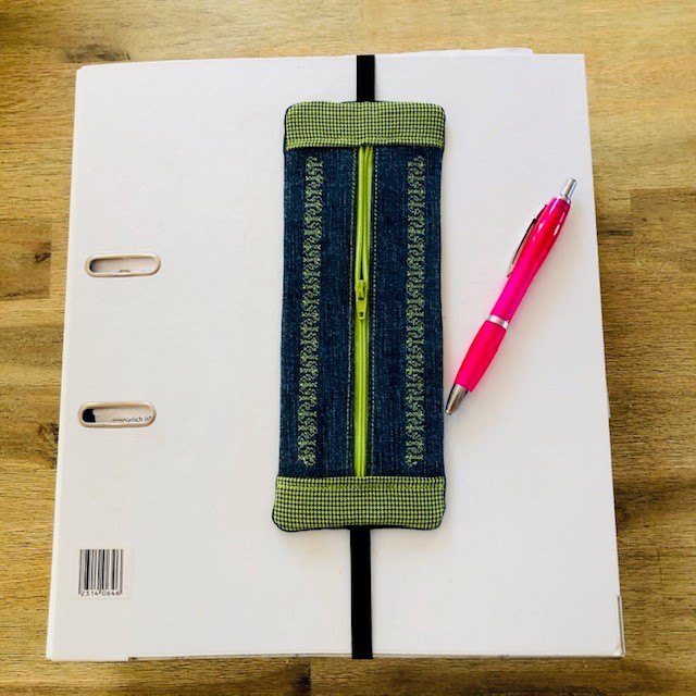 Kleinesbild - Stickdatei *Stiftebaumler*  ITH 24 x 9,5 cm Mäppchen Stiftetasche mit Reißverschluss