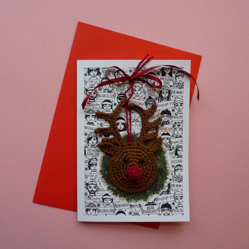 - Weihnachtskarte mit Grüßen in vielen Sprachen und Schriften und abnehmbaren handgehäkeltem Rentier Rudolph Red Nose - Weihnachtskarte mit Grüßen in vielen Sprachen und Schriften und abnehmbaren handgehäkeltem Rentier Rudolph Red Nose