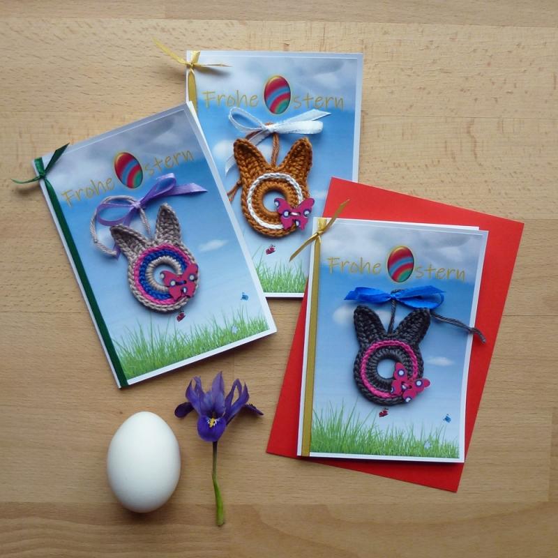 - Grußkarte Frohe Ostern mit Osterhase Hase Bunny gehäkelt auf der Blumenwiese mit Schmetterling - Grußkarte Frohe Ostern mit Osterhase Hase Bunny gehäkelt auf der Blumenwiese mit Schmetterling