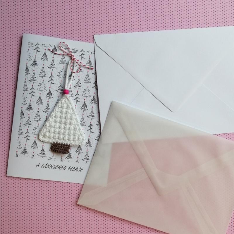Kleinesbild - Weihnachtskarte A TÄNNSCHEN PLEASE mit handgehäkeltem Christbäumchen Xmas
