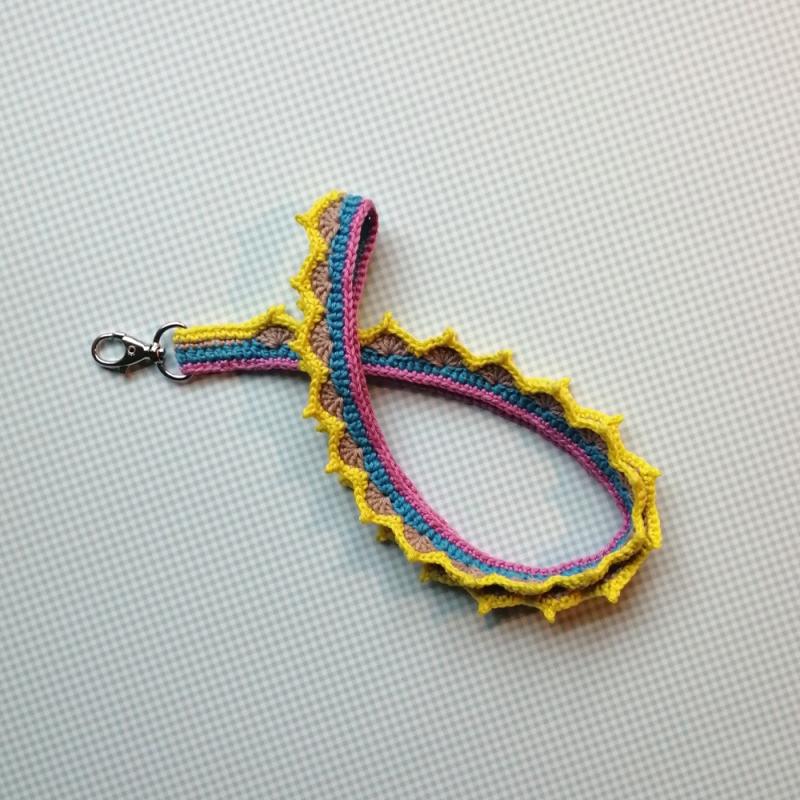 - Schlüsselanhänger Schlüsselband mit hübscher Zackenborte aus Baumwolle bunt gehäkelt mit Karabiner - Schlüsselanhänger Schlüsselband mit hübscher Zackenborte aus Baumwolle bunt gehäkelt mit Karabiner