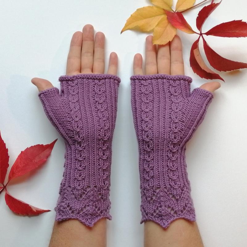 Kleinesbild - Stulpen fingerlose Handschuhe mit Daumen und hübscher Musterbordüre aus weicher Natur-Wolle handgestrickt