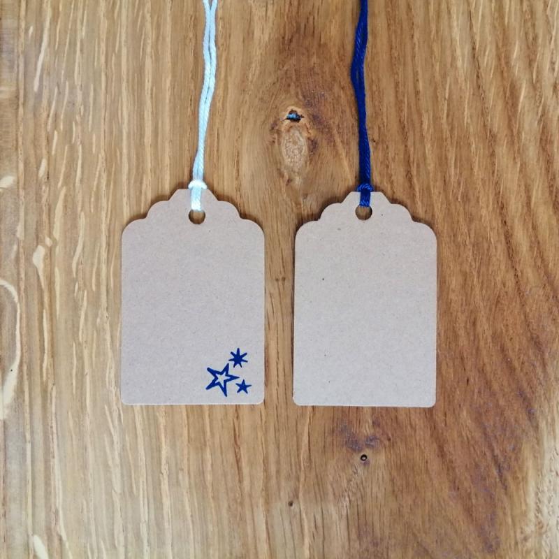 Kleinesbild - Weihnachtsbaum Tanne Weihnachtsschmuck Geschenkanhänger aus Baumwolle gehäkelt mit Namenskärtchen