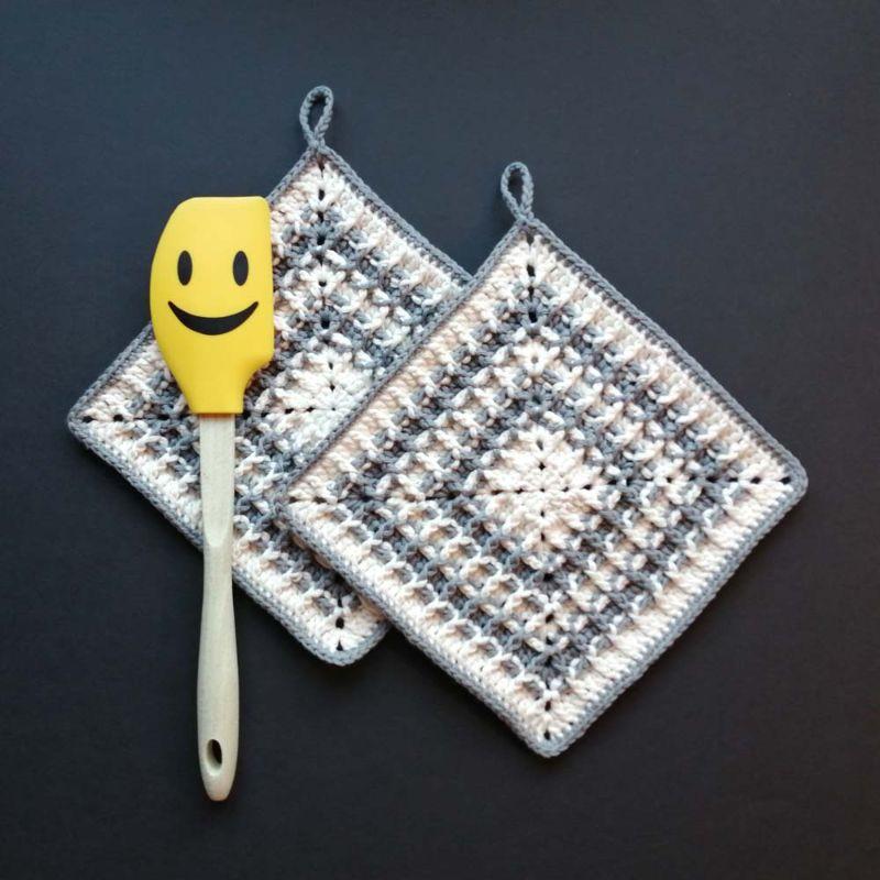 - Zweier-Set Topflappen mit Waffelmuster im Quadrat aus Baumwolle gehäkelt - Zweier-Set Topflappen mit Waffelmuster im Quadrat aus Baumwolle gehäkelt