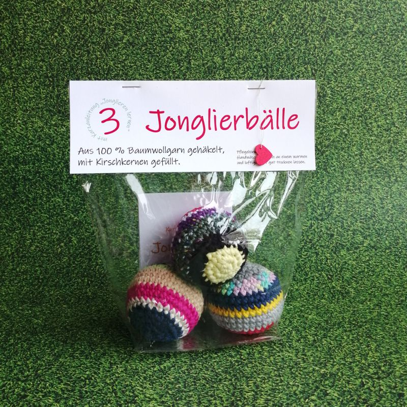 Kleinesbild - Dreier-Set Jonglierbälle gehäkelt mit Kirschkernen gefüllt, personalisiert mit Kurzanleitung ⭐ Jonglieren lernen ⭐