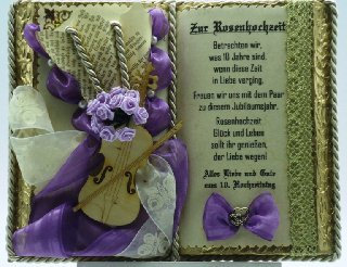 - Deko-Buch zur Rosenhochzeit (mit Holz-Buchständer) - Deko-Buch zur Rosenhochzeit (mit Holz-Buchständer)