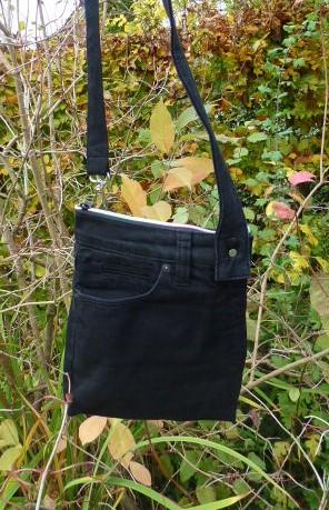 Kleinesbild - ✂ Praktische Bauchtasche, Gürteltasche, eine edele Tasche aus einer recycelten Jeans für viele Gelegenheiten.