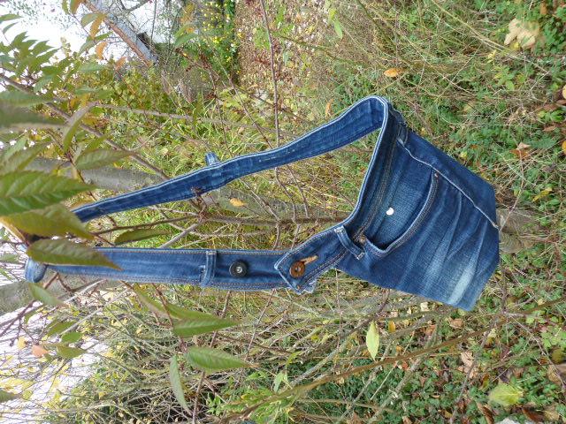 Kleinesbild - ✂  Praktische Bauchtasche, Gürteltasche aus recycelter Jeans in klassischem blau ✂ mit unterschiedlichen Tragemöglichkeiten