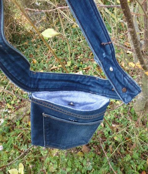 - ✂  Praktische Bauchtasche, Gürteltasche aus recycelter Jeans in klassischem blau ✂ mit unterschiedlichen Tragemöglichkeiten - ✂  Praktische Bauchtasche, Gürteltasche aus recycelter Jeans in klassischem blau ✂ mit unterschiedlichen Tragemöglichkeiten