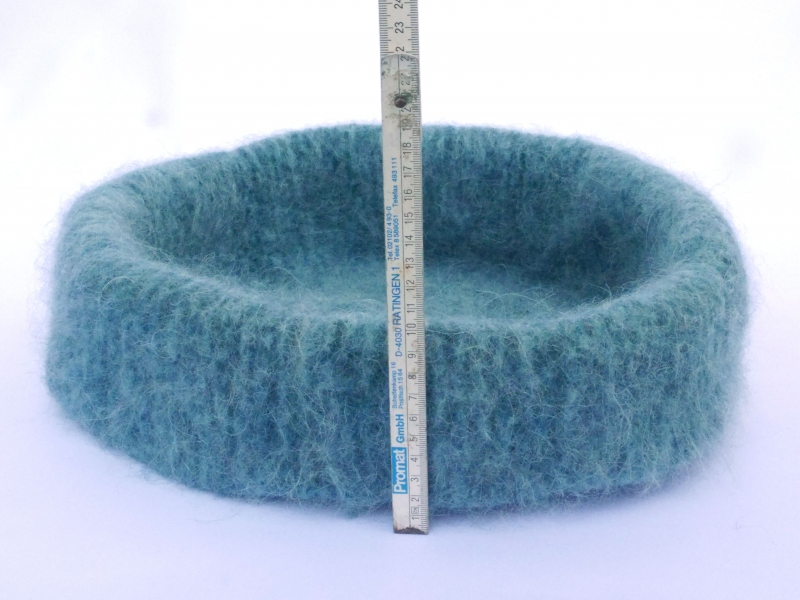 Kleinesbild - Katzenkorb/Katzenbett aus langfloriger Schafwolle Strickfilz blau-meliert, waschbar