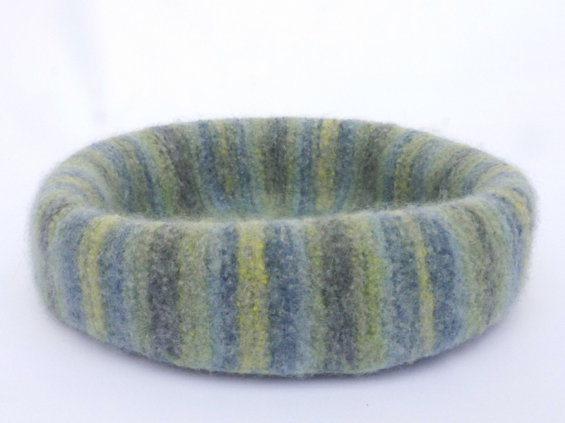 - Katzenkorb/Katzenbett aus Schafwolle Strickfilz blau/grau/grün, waschbar  - Katzenkorb/Katzenbett aus Schafwolle Strickfilz blau/grau/grün, waschbar