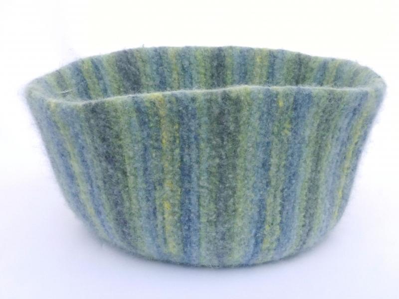 Kleinesbild - Katzenkorb/Katzenbett aus Schafwolle Strickfilz blau/grau/grün, waschbar
