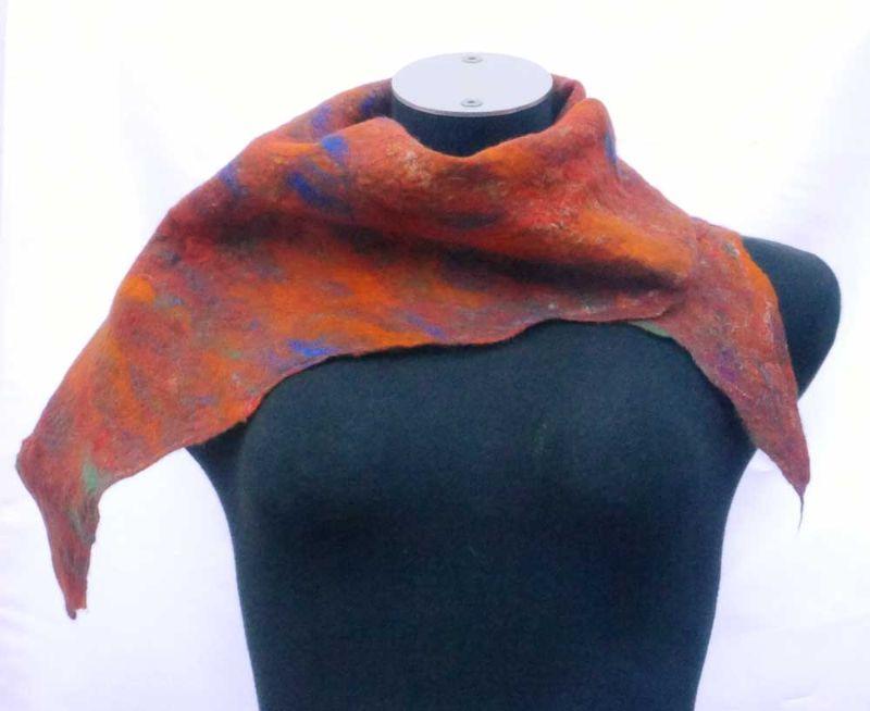 Kleinesbild - Filzschal Dreieckschal Merinowolle, Mohaierwolle und Seide handgemacht herbstfarben